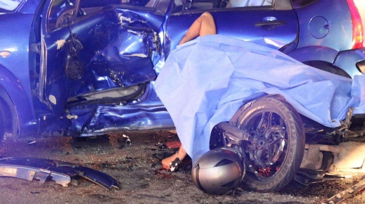 Manisa'da otomobille motosiklet çarpıştı: 1 ölü 3 yaralı #4