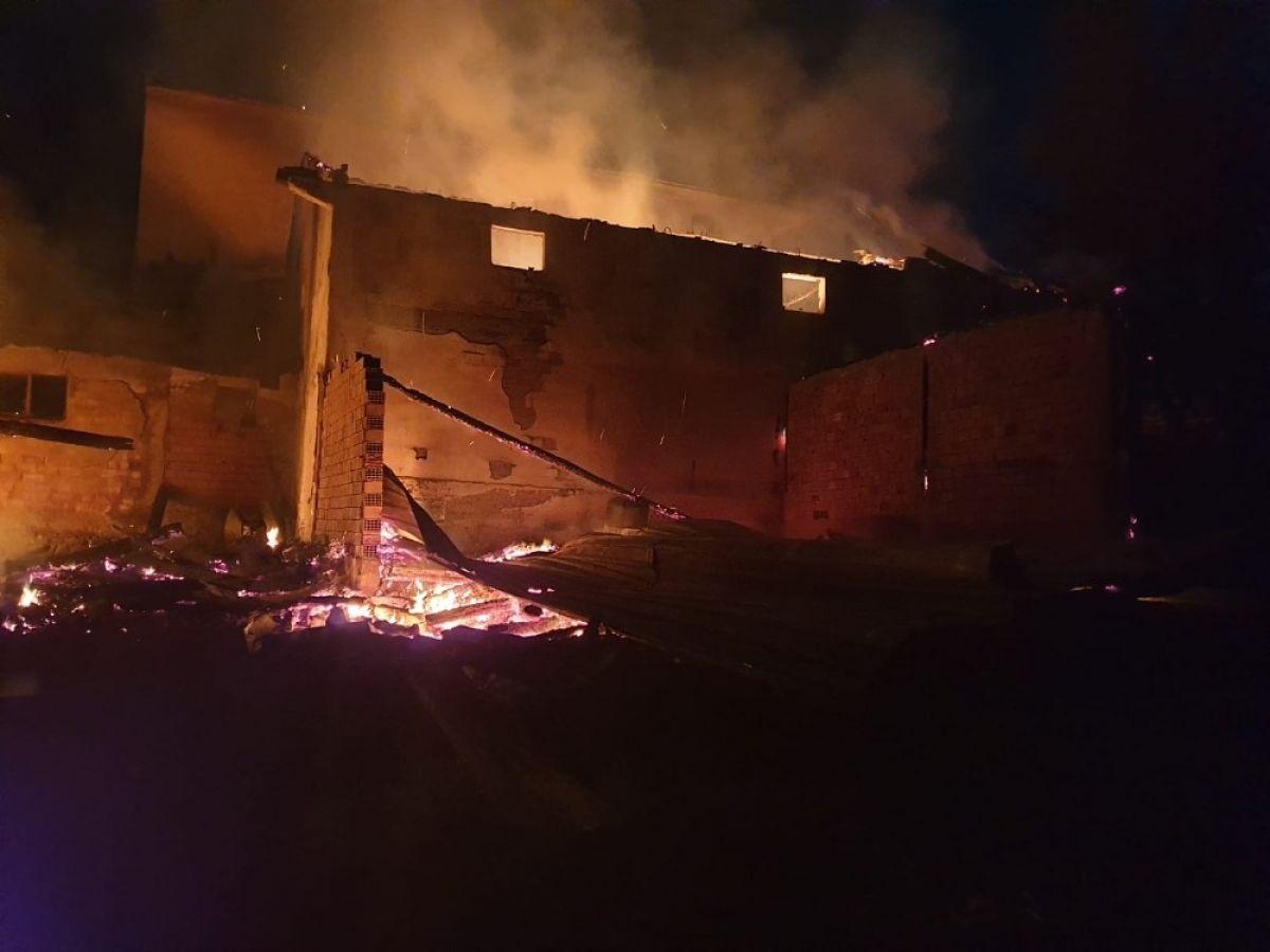 Kastamonu'da 8 yıl sonra, yine evini yangında kaybetti #9