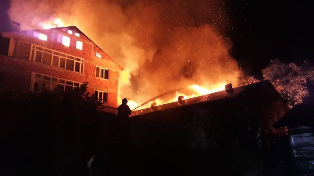 Kastamonu'da 8 yıl sonra, yine evini yangında kaybetti #2