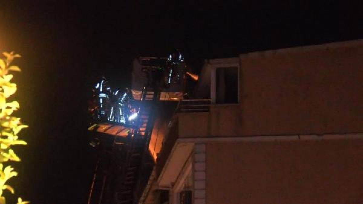 Şişli'de kullanılmayan 3 binanın çatısı yandı #9