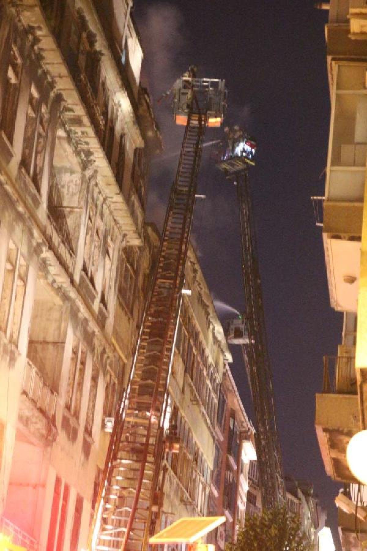 Şişli'de kullanılmayan 3 binanın çatısı yandı #7