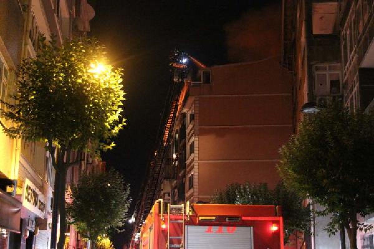 Şişli'de kullanılmayan 3 binanın çatısı yandı #2