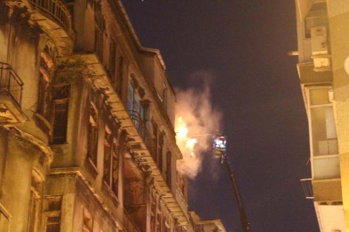 Şişli'de kullanılmayan 3 binanın çatısı yandı #3