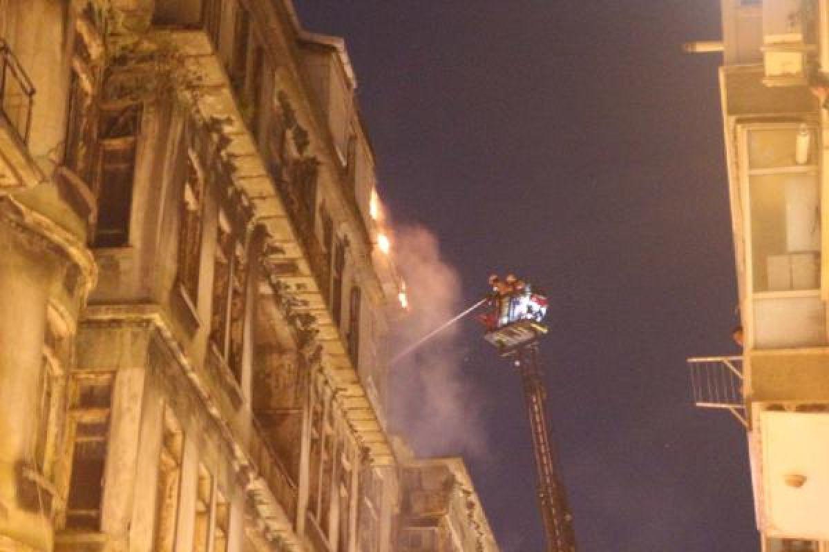 Şişli'de kullanılmayan 3 binanın çatısı yandı #4