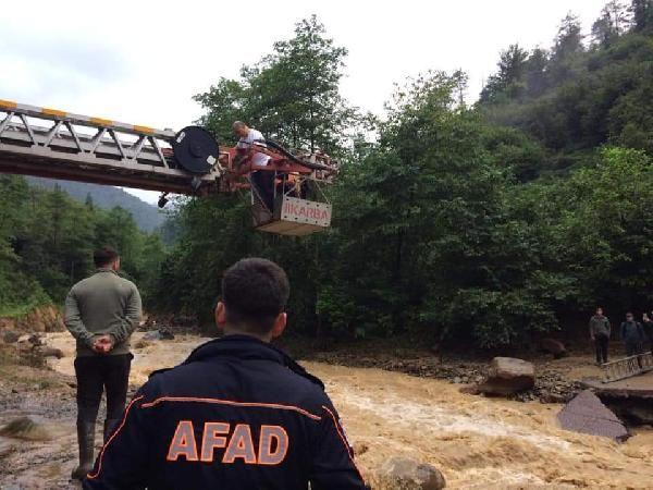 Trabzon'daki selde mahsur kalan 21 kişi kurtarıldı #1