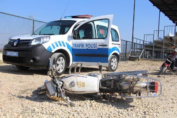 Manisa'da devrilen motosikletin sürücüsü ağır yaralandı #3