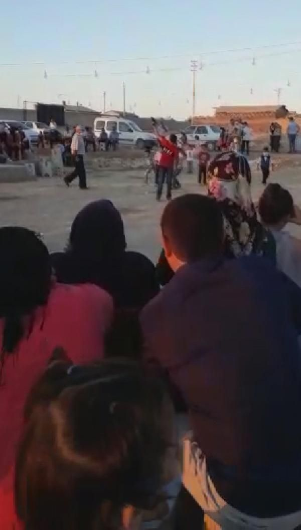 Konya'da düğün magandaları küçük çocuklara silah sıktırdı #1