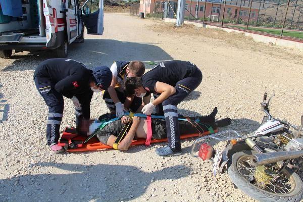 Manisa'da devrilen motosikletin sürücüsü ağır yaralandı #1