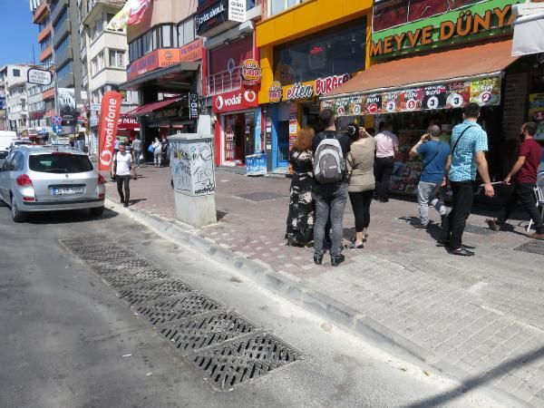 Kadıköy deki lağım kokusu esnafı çileden çıkardı  #5