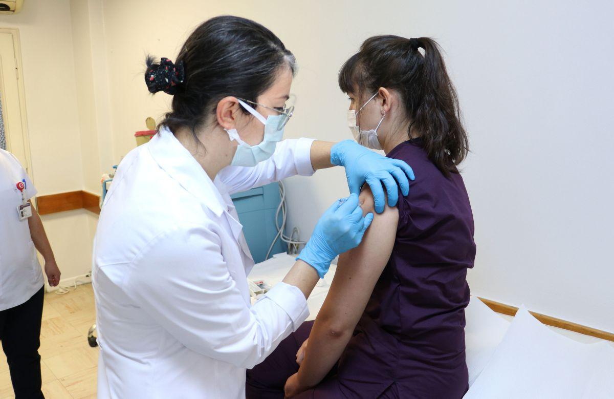 Koronavirüs aşısında ilk gönüllü uygulaması Hacettepe de yapıldı #1