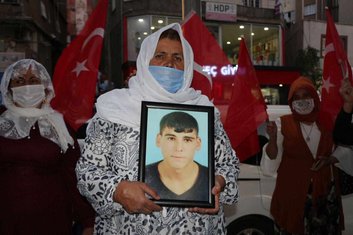 Şırnak ta çocukları PKK tarafından kaçırılan aileler, HDP binası önünde eylem yaptı #10