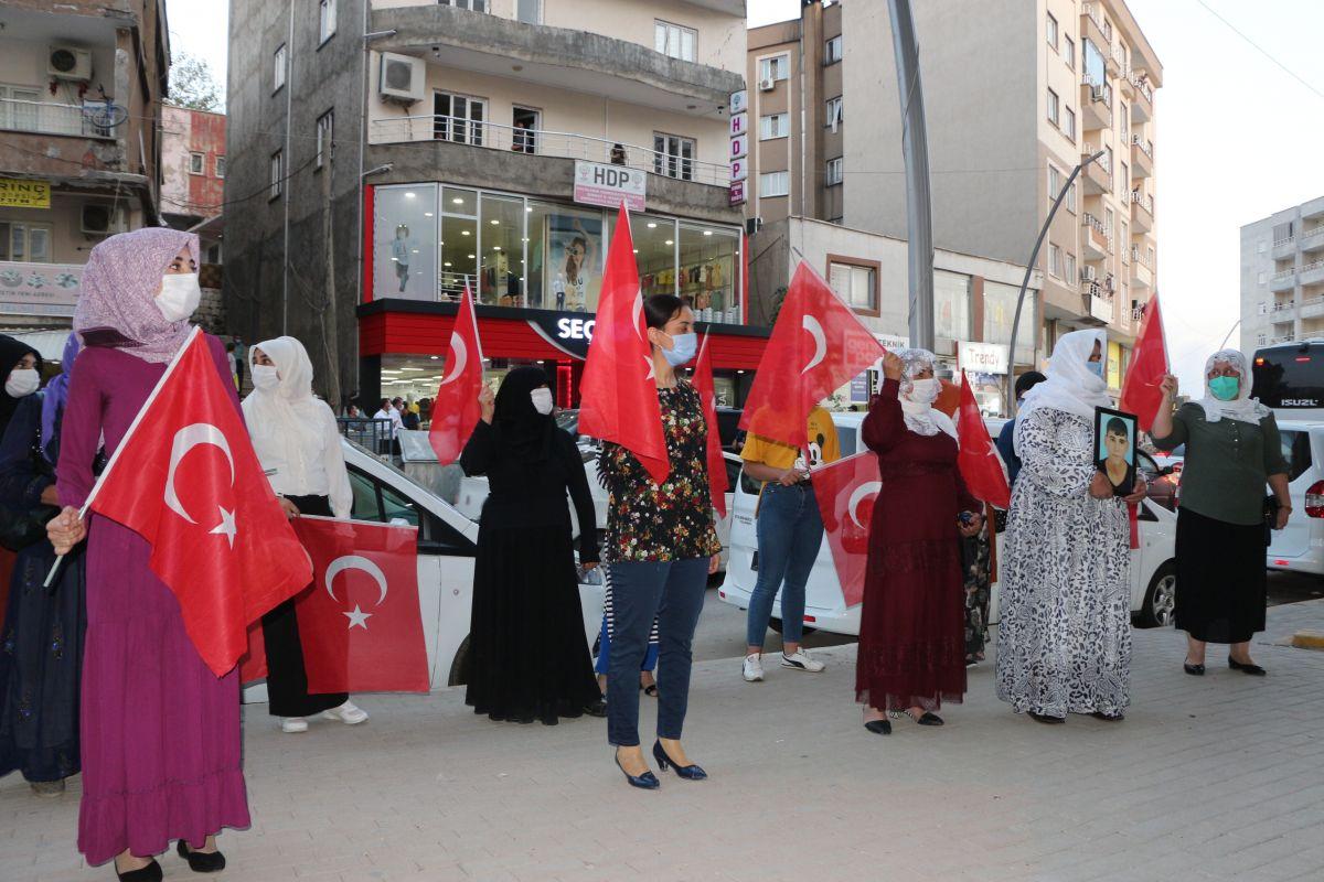 Şırnak ta çocukları PKK tarafından kaçırılan aileler, HDP binası önünde eylem yaptı #6