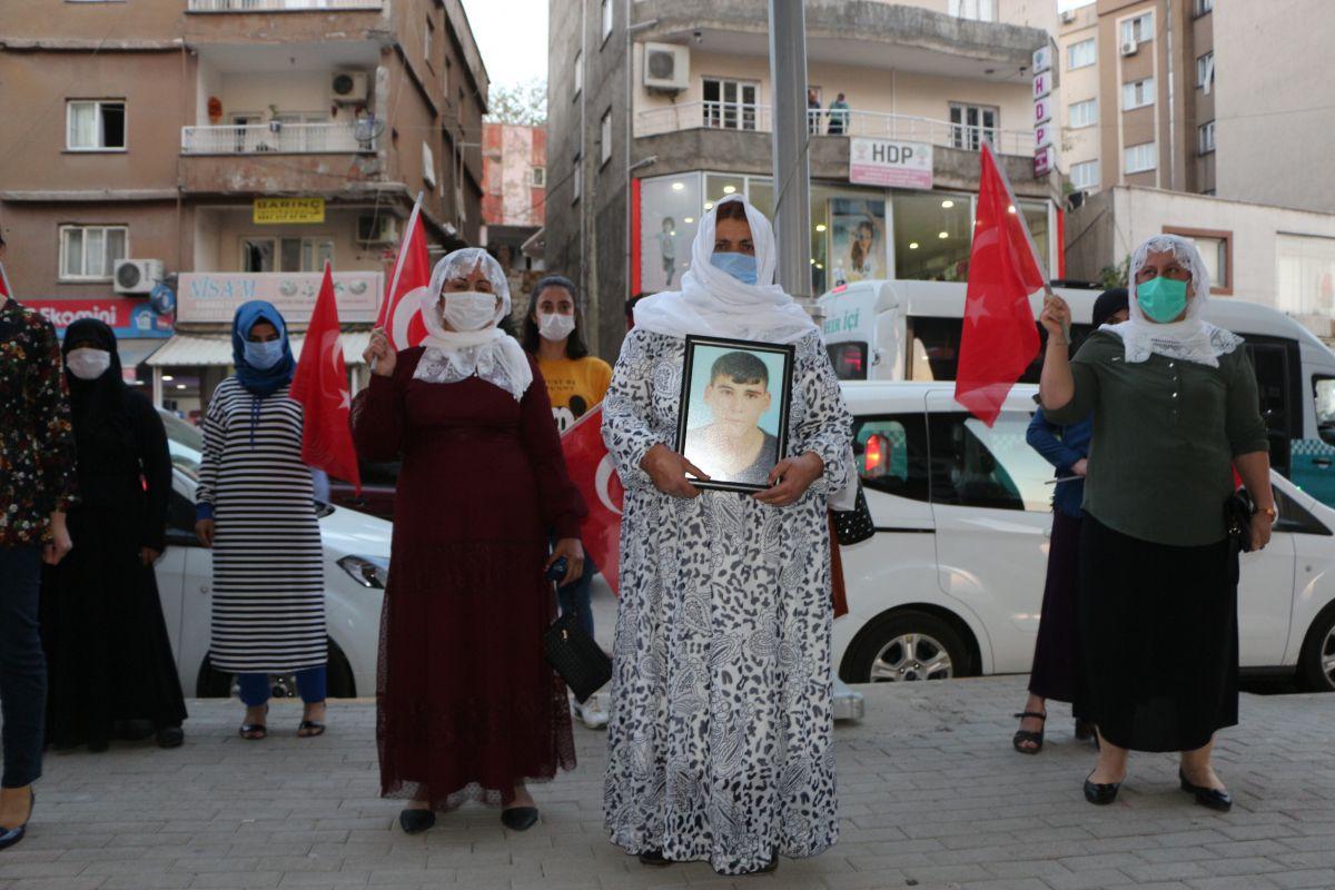 Şırnak ta çocukları PKK tarafından kaçırılan aileler, HDP binası önünde eylem yaptı #4