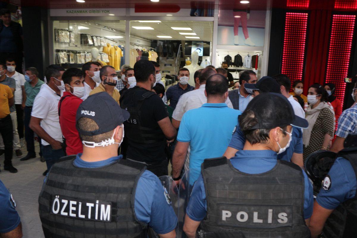 Şırnak ta çocukları PKK tarafından kaçırılan aileler, HDP binası önünde eylem yaptı #7