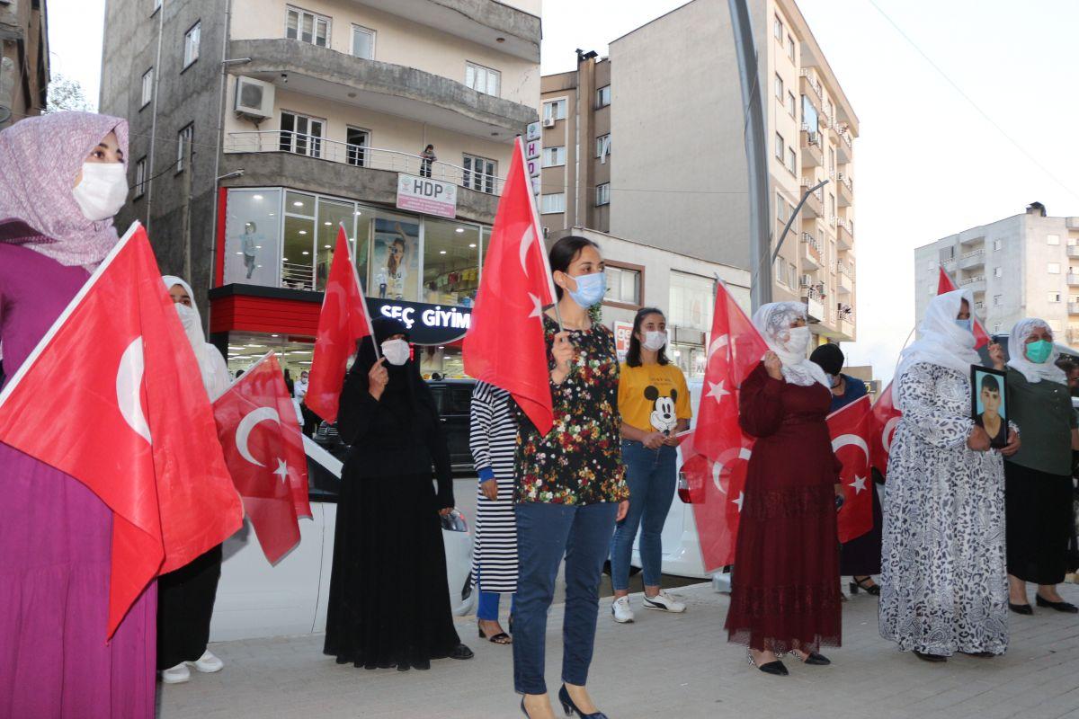 Şırnak ta çocukları PKK tarafından kaçırılan aileler, HDP binası önünde eylem yaptı #5