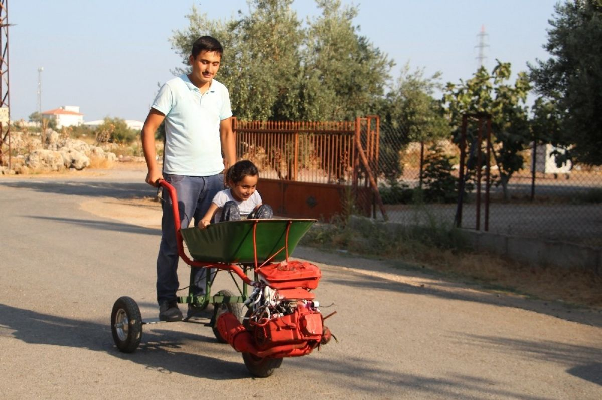 Antalya'da el arabasına motor taktı Sokakta gören bir daha bakıyor