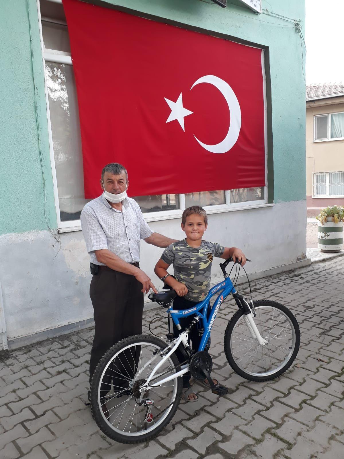 Bursa'dan Suriye'deki Mehmetçik'e mektup gönderen çocuğa bisiklet sürprizi