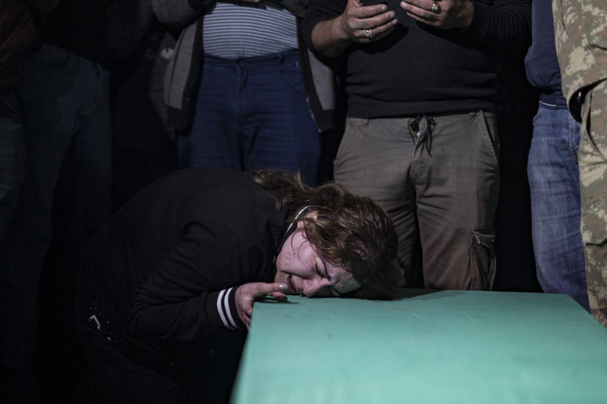 Azerbaycan da sivil cenazeler, Ermeni saldırısı ihtimaline karşı akşam defnedildi #7