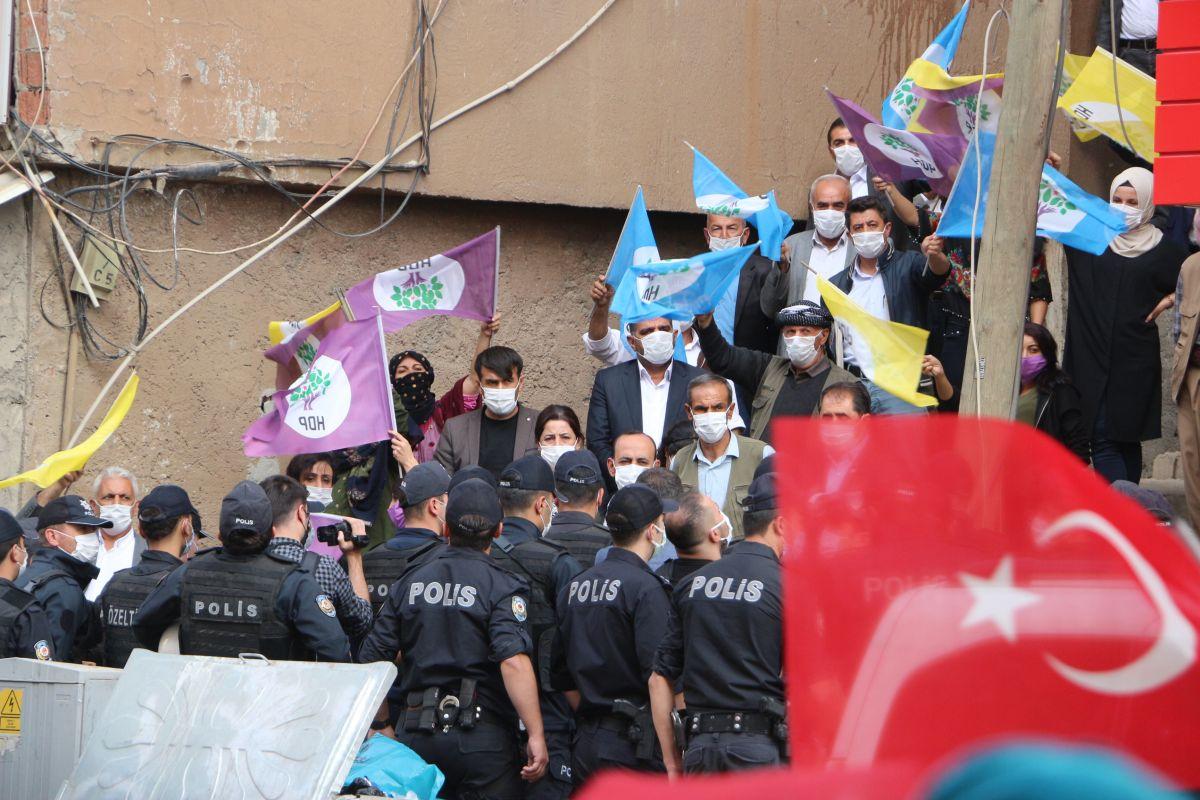 Şırnak ta HDP li vekil, PKK ya karşı eylem yapan annelere karşı durdu #2