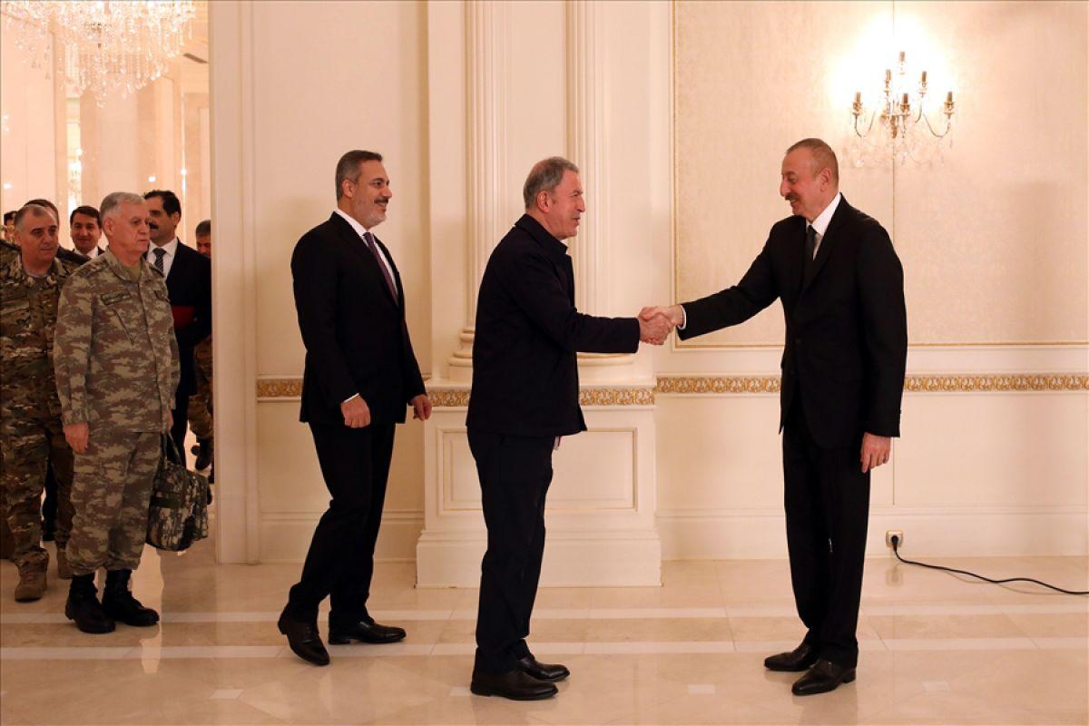 Bakanlar Çavuşoğlu ve Akar dan, İlham Aliyev e tebrik ziyareti #1