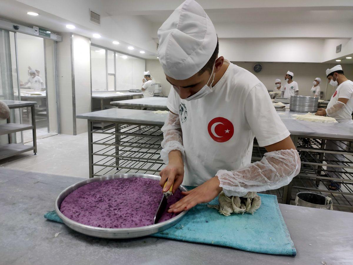 Gaziantep te mor baklava yapıldı #6