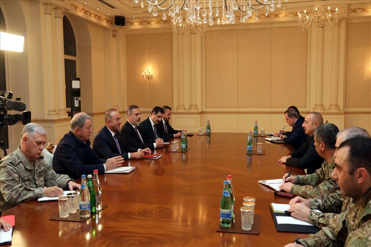 Bakanlar Çavuşoğlu ve Akar dan, İlham Aliyev e tebrik ziyareti #4