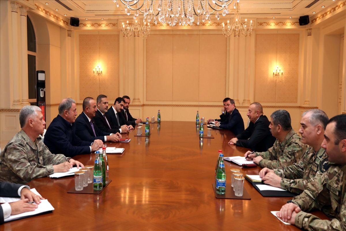 Bakanlar Çavuşoğlu ve Akar dan, İlham Aliyev e tebrik ziyareti #3