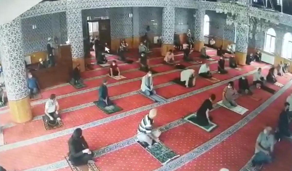 Eskişehir de camide huzursuzluk çıkaran kadın, cemaati bezdirdi #2
