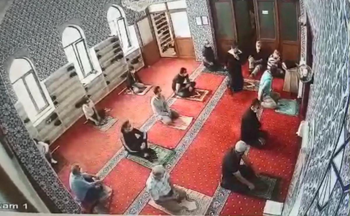 Eskişehir de camide huzursuzluk çıkaran kadın, cemaati bezdirdi #3