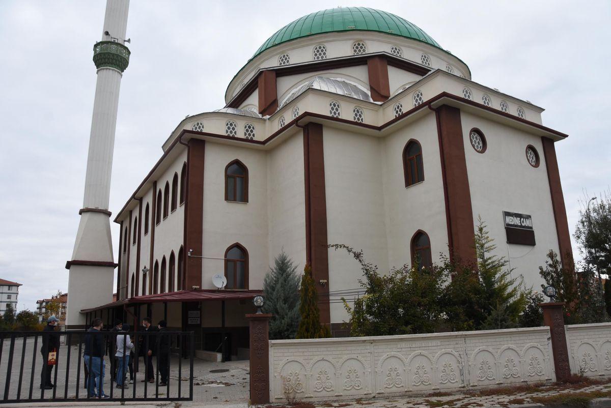 Eskişehir de camide huzursuzluk çıkaran kadın, cemaati bezdirdi #1