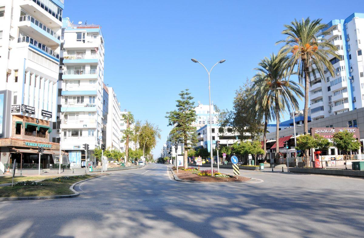 Antalya da yasaklar yanlış anlaşıldı: Sokaklar boş kaldı #2