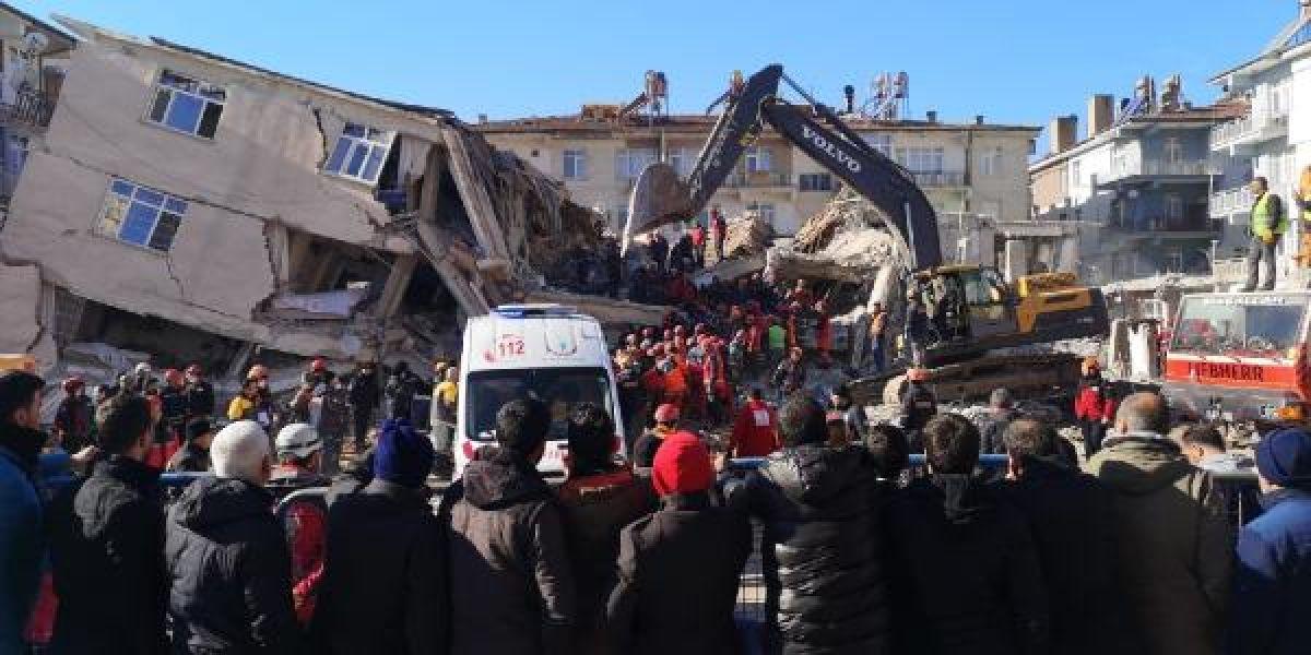 Elazığ daki Dilek Apartmanı nın yıkılmasından birbirlerini suçladılar #2