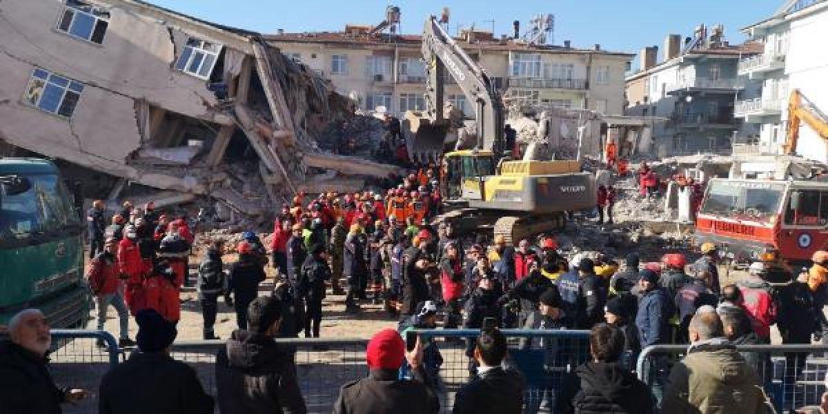 Elazığ daki Dilek Apartmanı nın yıkılmasından birbirlerini suçladılar #5