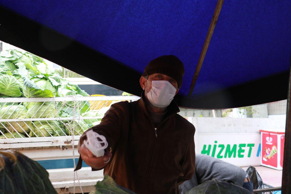 Samsun da pazar esnafından, maskesini düzgün takmayanlara ürün satmama kararı #8