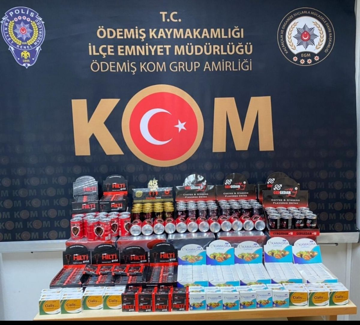 İzmir'de cinsel içerikli ürün ve uyuşturucu ele geçirildi #1