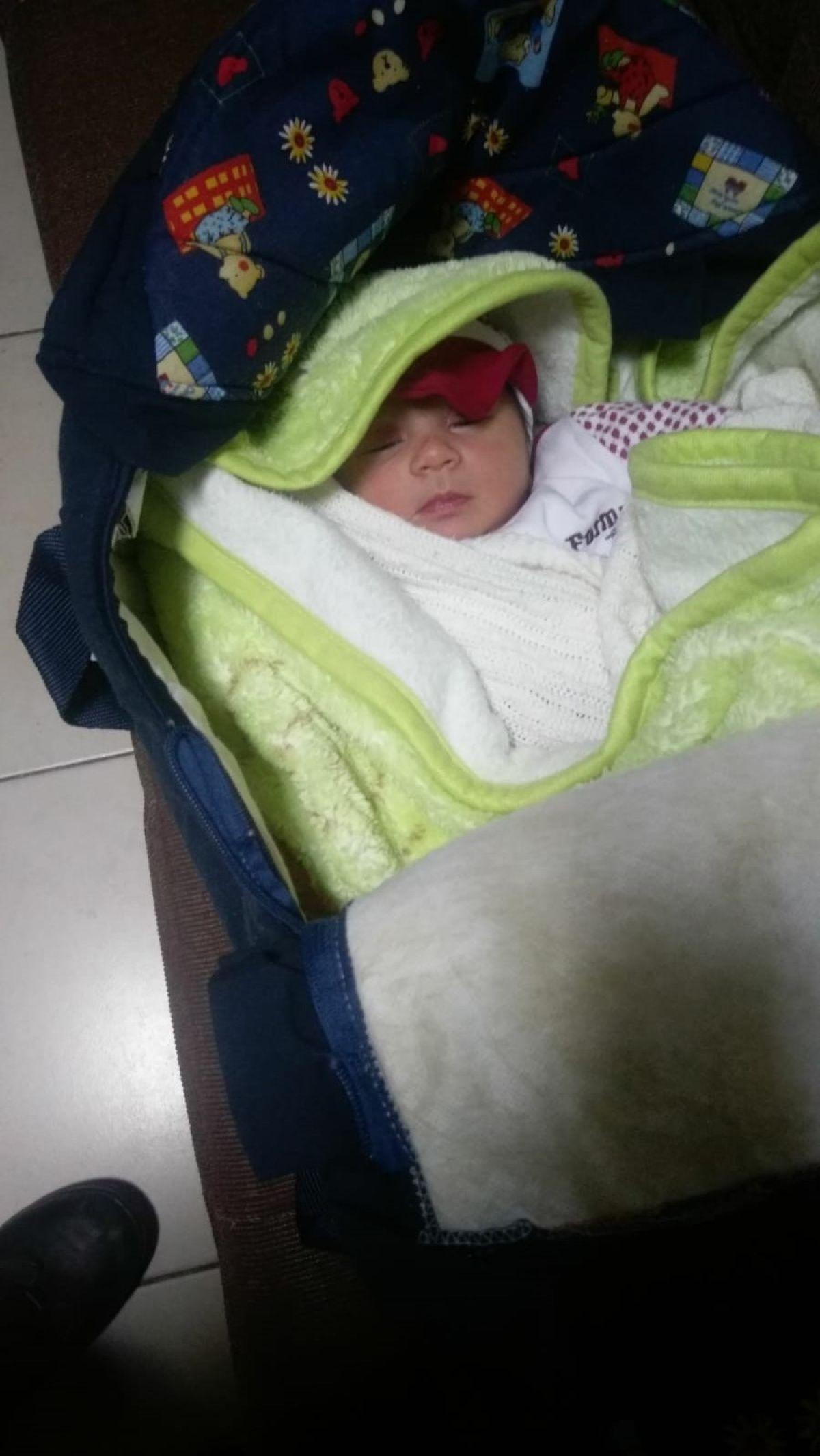Osmaniye de apartman girişinde bebek bulundu #2