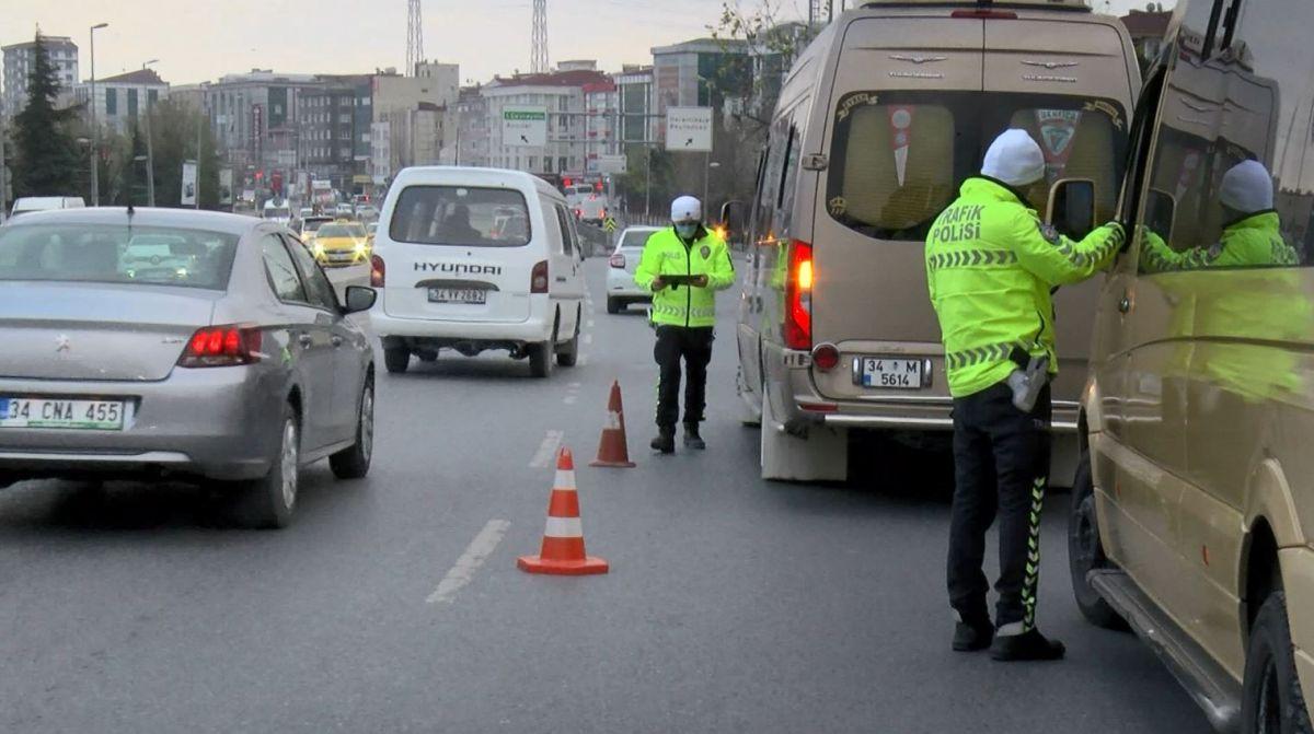 Esenyurt ta fazla yolcu alan minibüslere ceza kesildi #4