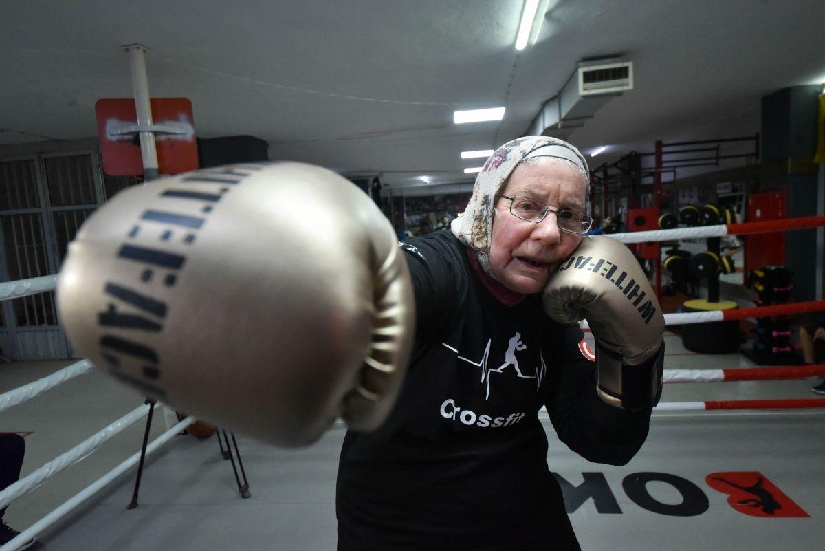 Antalya'da yaşayan 75 yaşındaki Belçikalı boksör Naciye Hanım