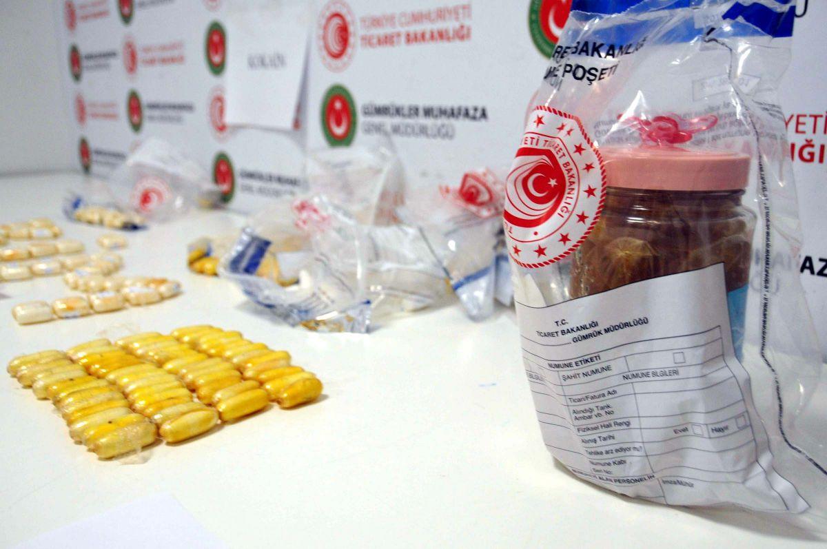 İstanbul Havalimanı nda yolcuların midesinden uyuşturucu çıktı #4