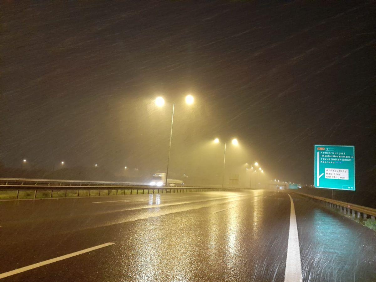 İstanbul da kar yağışı etkisini artırdı #11