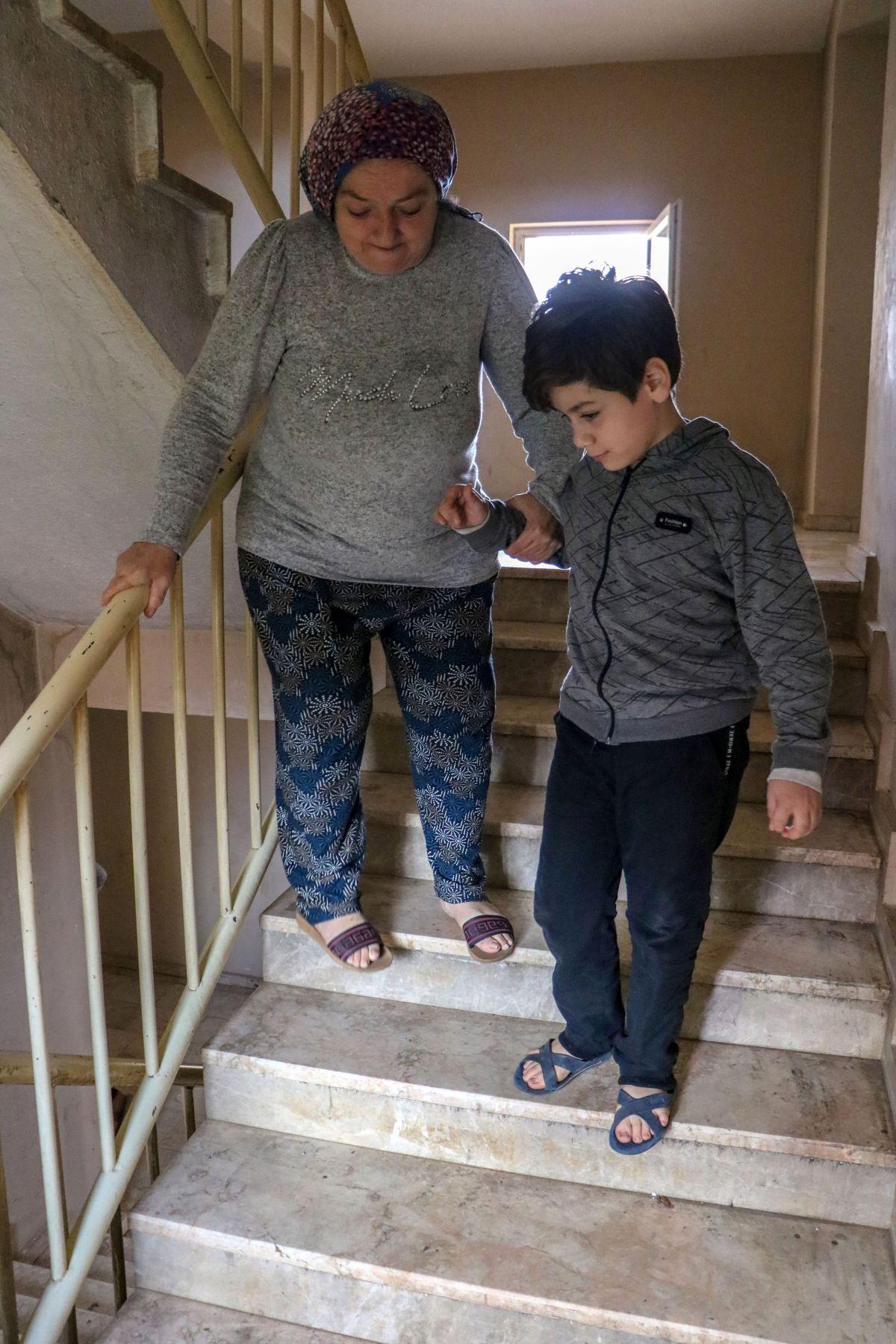 Antalya da 10 yaşındaki Atacan, annesine el ve ayak oldu #6