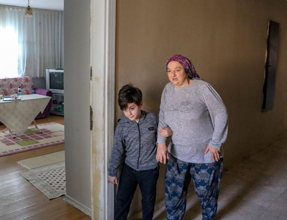 Antalya da 10 yaşındaki Atacan, annesine el ve ayak oldu #5