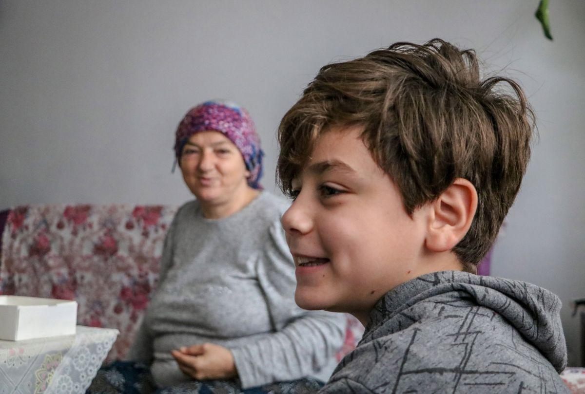 Antalya da 10 yaşındaki Atacan, annesine el ve ayak oldu #3