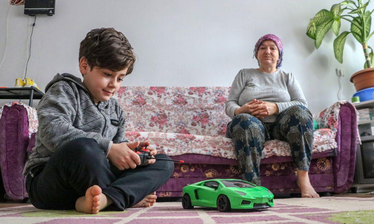 Antalya da 10 yaşındaki Atacan, annesine el ve ayak oldu #1