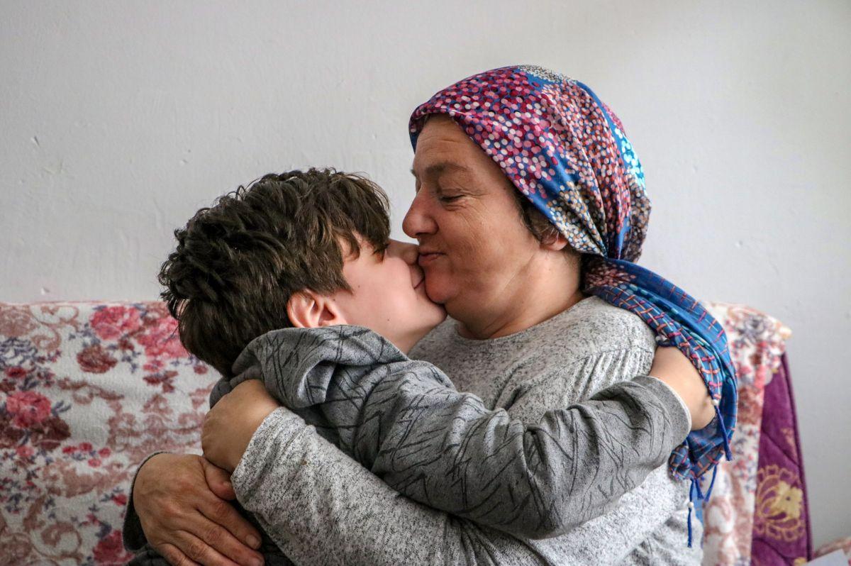 Antalya'da 10 yaşındaki Atacan, annesine el ve ayak oldu