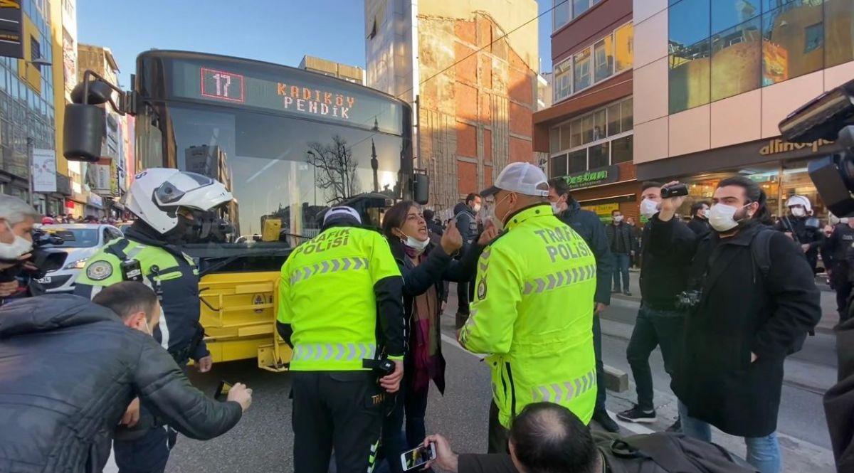 Kadıköy de HDP milletvekilleri yol kapattı, trafik felç oldu #3