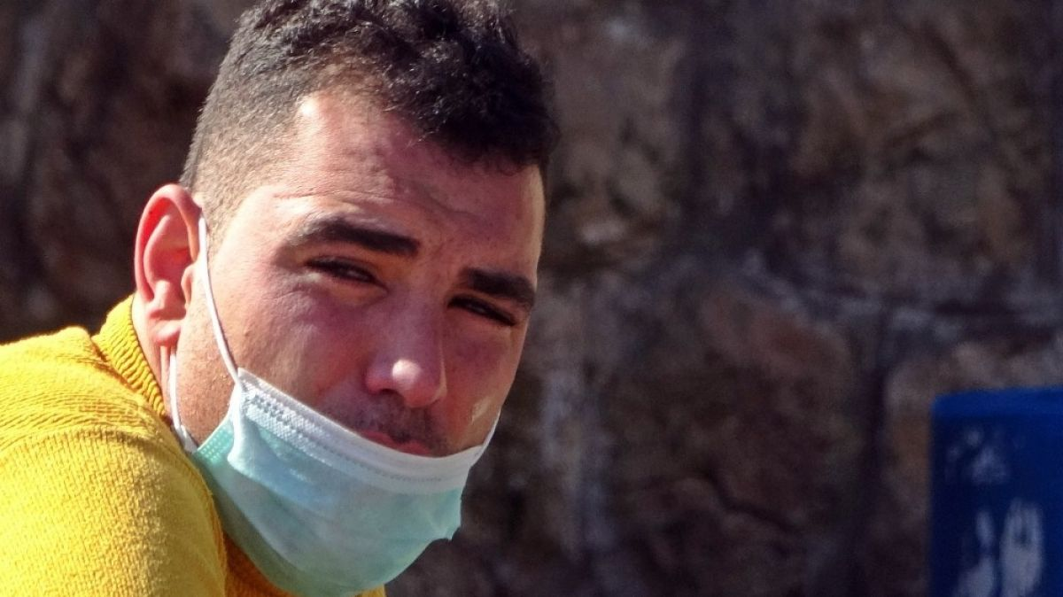 Antalya'da ceza yiyeceğini düşünüp ağlayan kurye muaf çıktı