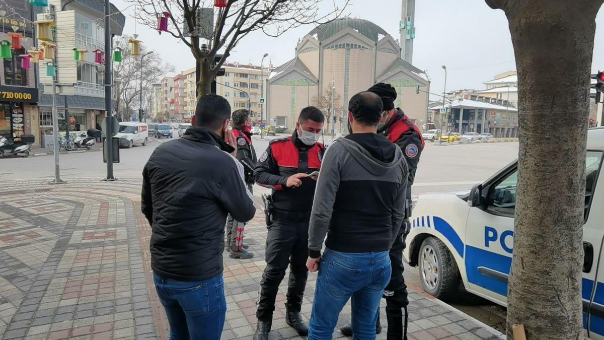 Bursa da ekmek almaya çıktığını iddia edenlere, kısıtlama cezası verildi #1