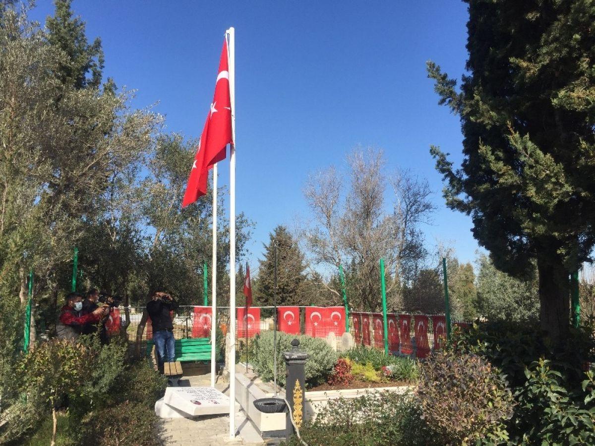 Adana da 15 Temmuz şehidi ikiz polislerin mezarlarına alçak saldırı #4