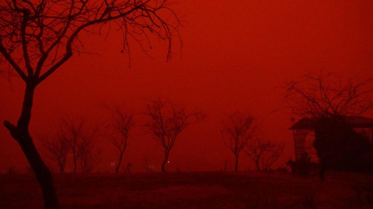 Nükleer tıp uzmanı uyardı: Yaklaşan toz fırtınası radyoaktif olabilir, dışarı çıkmayın #1